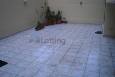 Neat 2 Bedroom Apartment Qawra Long Letting
