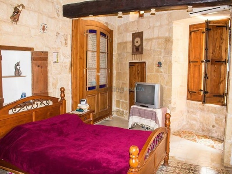 Rent House of Character in Malta