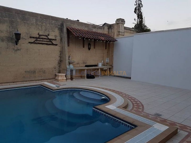 Maltese Bungalow With Pool and Garden