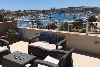 Rent Seafront Penthouse Malta